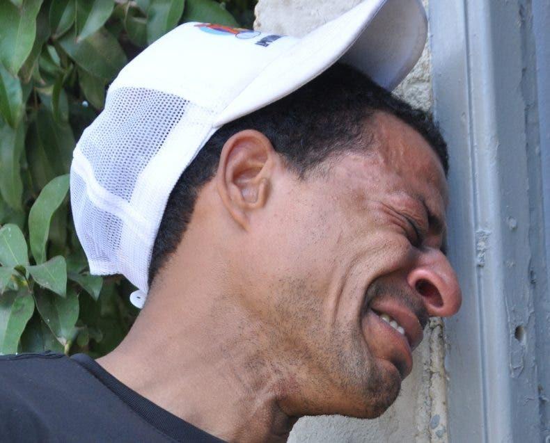 Hijo mayor del oficial lloraba  desconsolado. Arleni  Castillo.