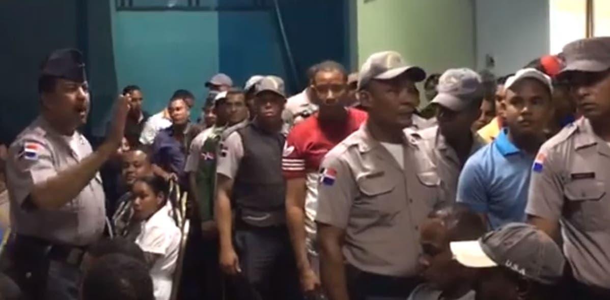 Imagen extraída de video donde se pudo observar a los agentes protestantes.