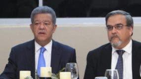 Leonel Fernández   junto a   Elías Wessin Chávez.