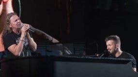 Pablo Alborán y Fher cantan 'Rayando el sol' en el concierto del malagueño en Miami. @PABLOALBORAN / INSTAGRAM