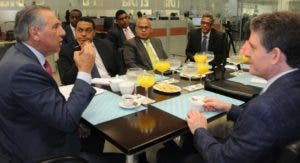 El ministro de la Presidencia afirma que Medina está concentrado en hacer una buena gestión.