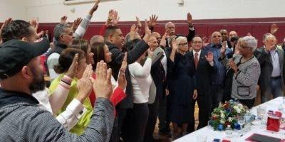 La Asamblea de Nueva York se comprometió a impulsar el empadronamiento de los dominicanos residentes en la urbe y sus alrededores .