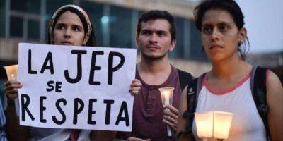 Miles de personas marcharon en Colombia en contra de las objeciones a la Jurisdicción Especial para la Paz hechas por la presidencia.