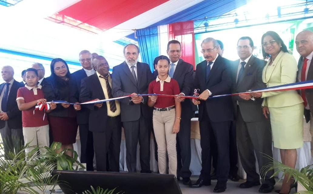 Presidente Danilo Medina entrega 7 obras en la provincia Duarte