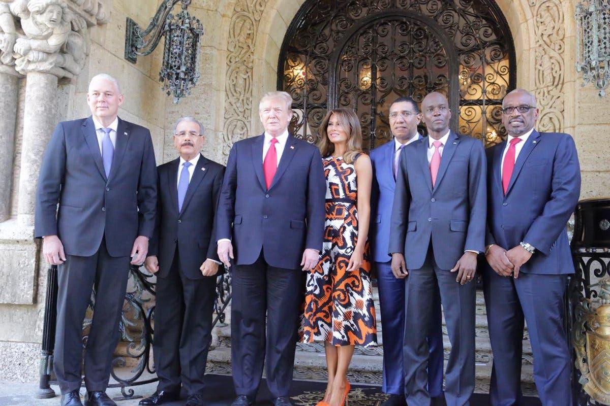 9. Trump junto a Melania Trump y presidentes y ministros del Caribe