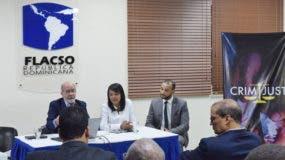 Daniel Pou, Kenya Romero y Jonathan Delgado abordaron importantes temas en el panel