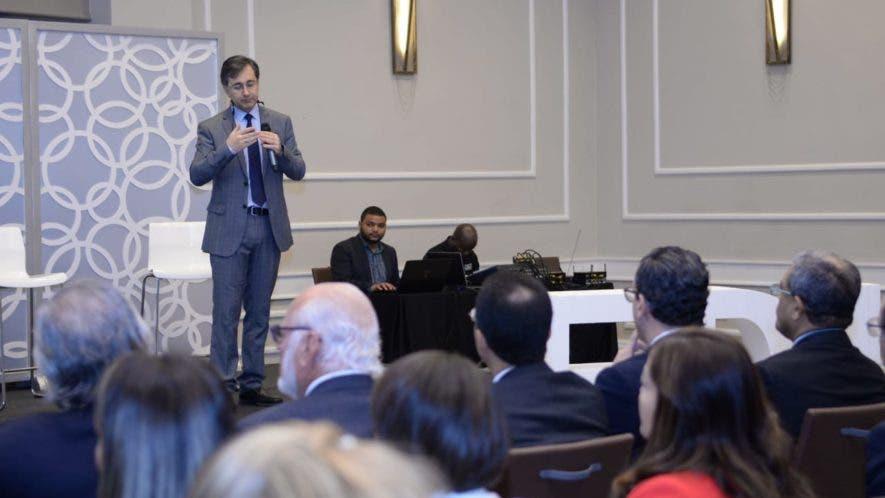 Darwin Caraballo, director ejecutivo de Educa, durante la presentación de los resultados de la investigación sobre nivel educativo y inserción laboral. Foto: Fuente externa.
