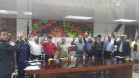 Hecmilio Galván, vicepresidente ejecutivo de Confenagro, tomó el juramento a los integrantes del Consejo de la Miel.
