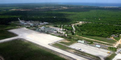 Los dos excoroneles fueron cancelados de sus respectivas instituciones en diciembre de 2017 luego de ser acusados de supuestamente permitir el aterrizaje de la nave el 24 de octubre del mismo año, la cual procedía de Cartagena, Colombia, por lo cual habrían recibido sobornos por unos 15 millones de pesos.