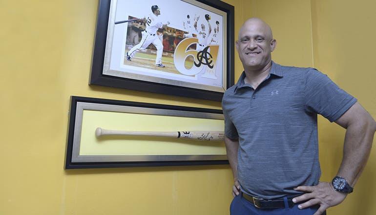 Mendy López dijo que para él es una bendición regresar a su equipo de las Aguilas, donde espera contribuir al éxito en sus nuevas funciones en el béisbol y que el equipo puede contar con dos ojos más en el béisbol organizado.