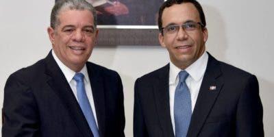 Andrés Navarro (izq.) sustituyó a Carlos Amarante Baret (der.) como ministro de Educación. Ambos aspiran a ser el candidato presidencial por el PLD.