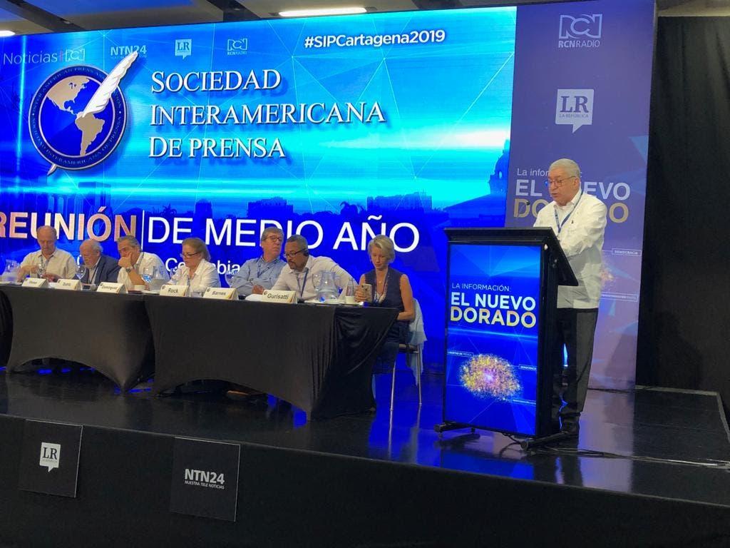 Adriano Miguel Tejada en la reunión de la SIP presenta el informe sobre República Dominicana.