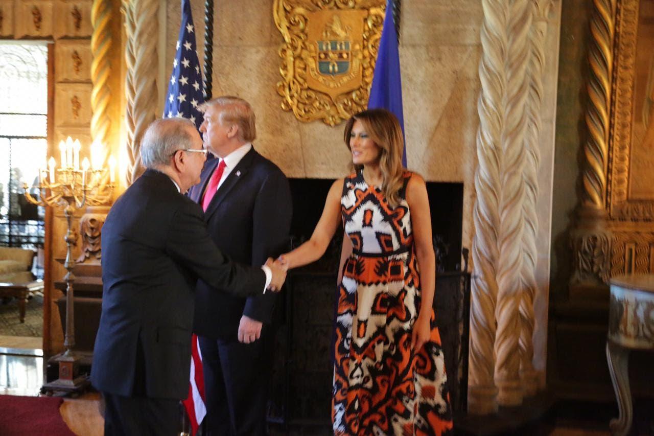 7. Medina saluda primera dama estadounidense Melania Trump.