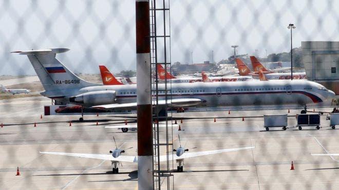 Un avión con bandera rusa en el aeropuerto Simón Bolívar de Caracas el domingo.