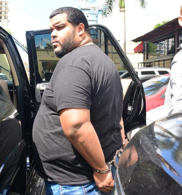 Fernando Hilario Figueroa, alias Playita o el Boti, señalado en ese país como integrante de la red que lidera el prófugo de la justicia Vladimir Natera Abreu, fue deportado este viernes a la vecina isla para que responda por las acusaciones en su contra.
