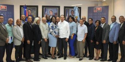El ministro de Educación junto a miembros de la ADP.