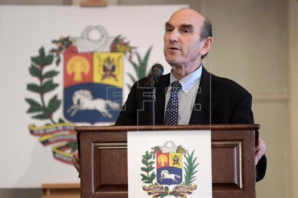 """En una audiencia en el Senado, el enviado especial de Estados Unidos para Venezuela, Elliott Abrams, aseguró que la posibilidad de otorgar el TPS a los venezolanos """"está bajo consideración""""."""