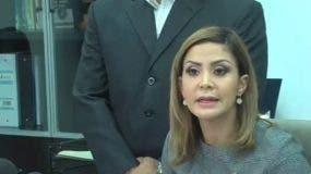 La fiscal Rosalba Ramos habla durante la rueda de prensa.