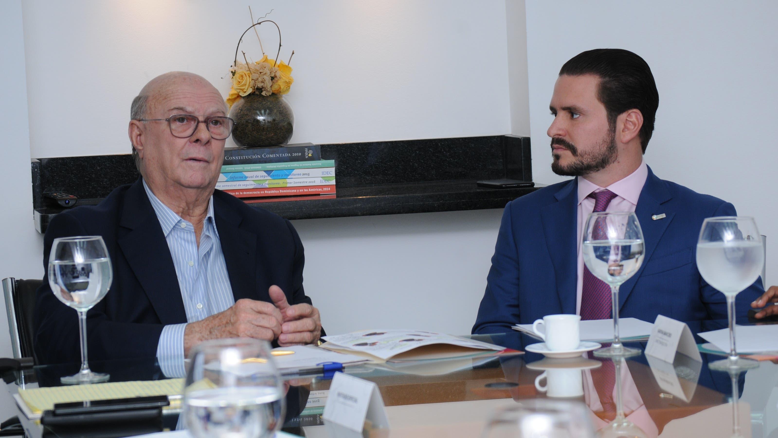 Hipólito Mejía habló al participar en un encuentro con ANJE.