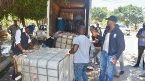 La Alcaldía de Santo Domingo Este desarrolla un operativo contra lavaderos de carros improvisados debido a la sequía.
