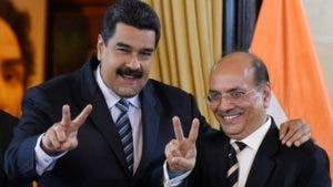 En una imagen de 2016, el presidente Maduro con el director de la compañía de gas de India entonces.
