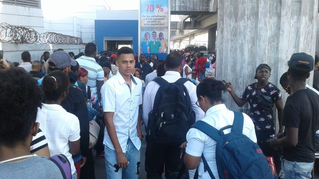 Videos: Caos en el Metro de Santo Domingo