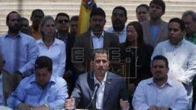 """El opositor señaló en un rueda de prensa que el Parlamento """"sesionará de emergencia (el lunes) para evaluar (decretar) el estado de alarma nacional y tomar las acciones"""" correspondientes."""