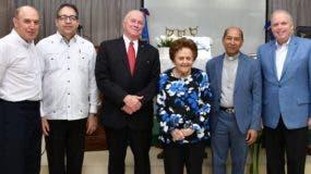 Padre Eulogio Castaños, Eduardo Tolentino, Arturo Pérez, Mary Pérez Marranzini, Augusto Sandino Sánchez y Leonardo Ariza de Castro.