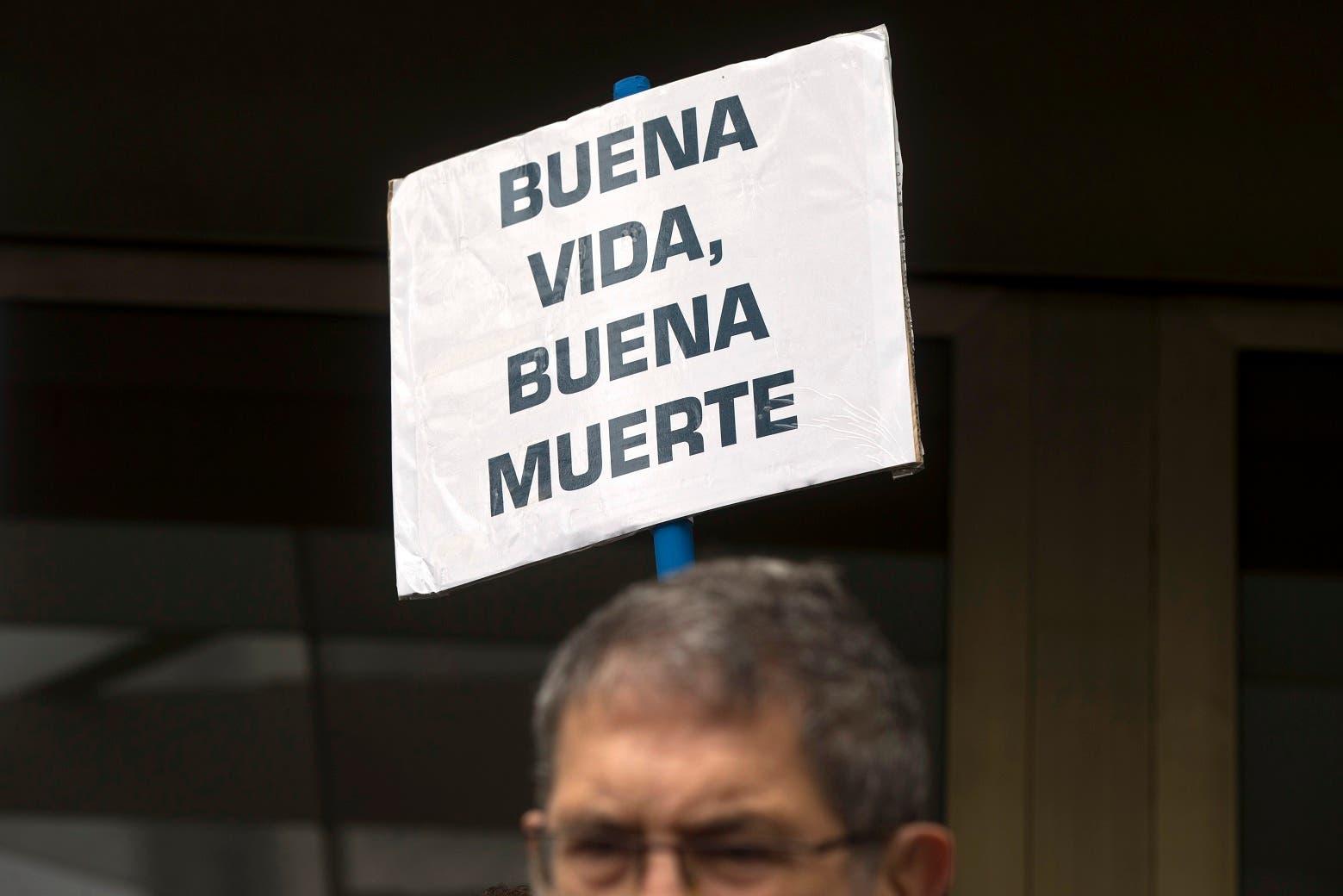 Hernández, de 70 años, quedó ayer en libertad sin medidas cautelares tras prestar y admitir los hechos ante el juez, tras lo cual aseguró que no tiene miedo y que está muy tranquilo porque su mujer ha dejado de sufrir.