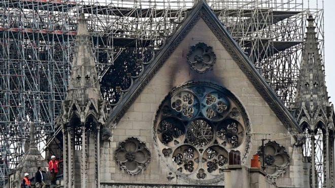 Así quedó Notre Dame después del incendio de este lunes.