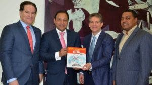 Manuel Corripio, Abel Martínez, José Alfredo Corripio y José Monegro en entrega de libro.