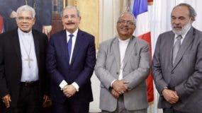 Medina junto a Ozoria, Benito Ángeles y Francisco Pagán.