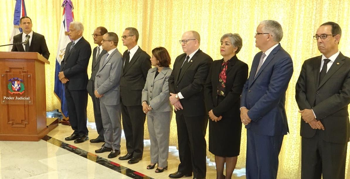 Luis Henry Molina habló en toma de posesión  de  miembros  de la Suprema Corte.  archivo