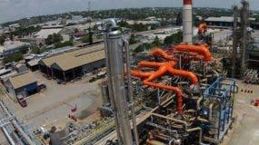 La refinería controla el mercado local.  ARCHIVO