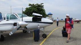 Aviones y pilotos en una actividad en Montecristi.