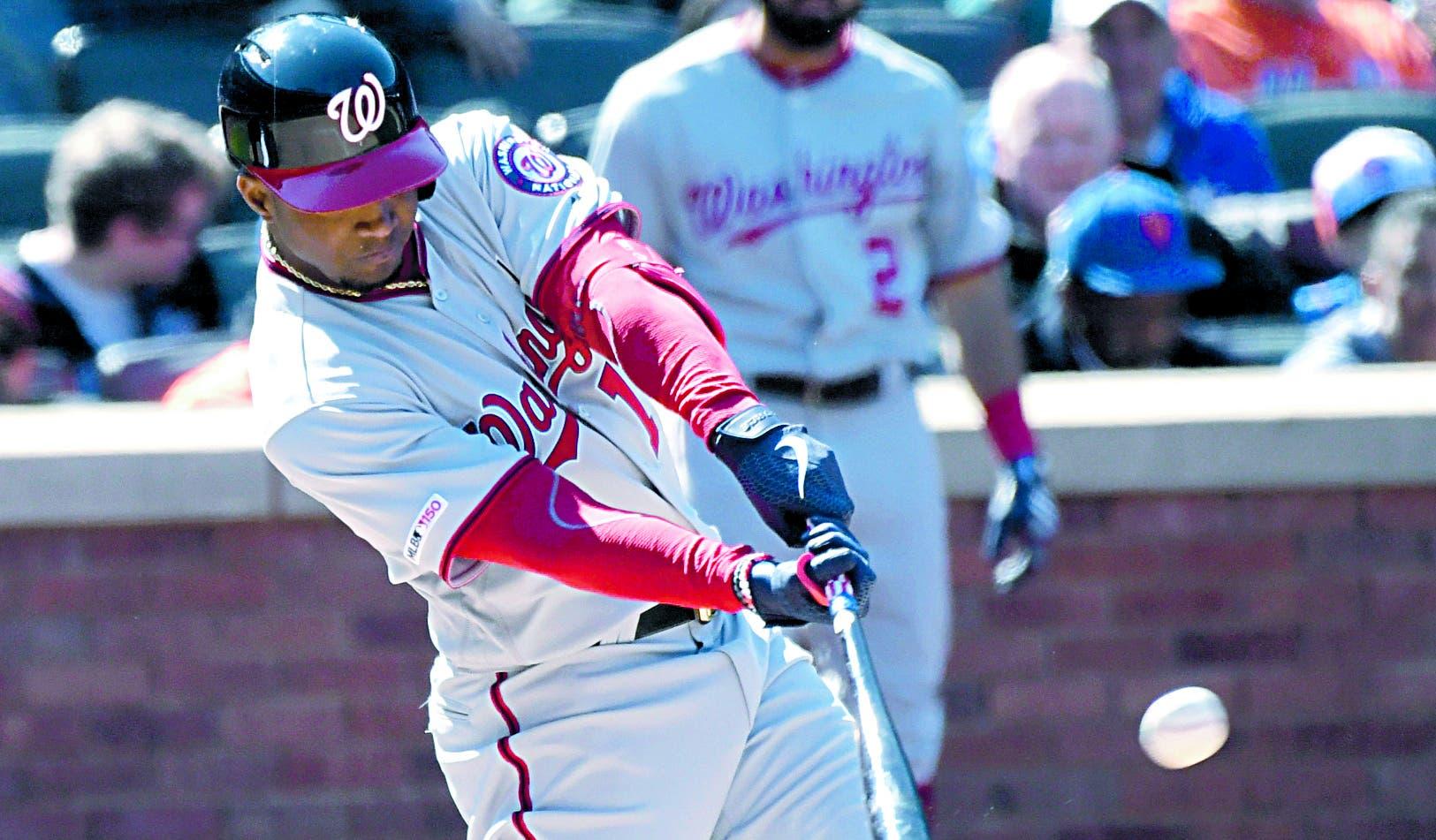 Víctor Robles está demostrando que puede ser un jardinero central estelar con Washington en las Grandes Ligas.  AP