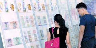 La asistencia de  jóvenes a la exposición ha sido frecuente desde su inicio el pasado 10 de abril.  Elieser Tapia
