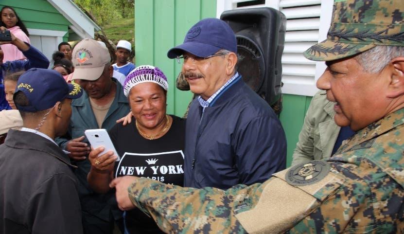El presidente Medina inspeccionó instalaciones.  fuente externa
