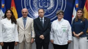 Inés Páez (chef Tita), Alejandro Abellán, Hugo Rivera, Charo Val y Denisse Cabral.