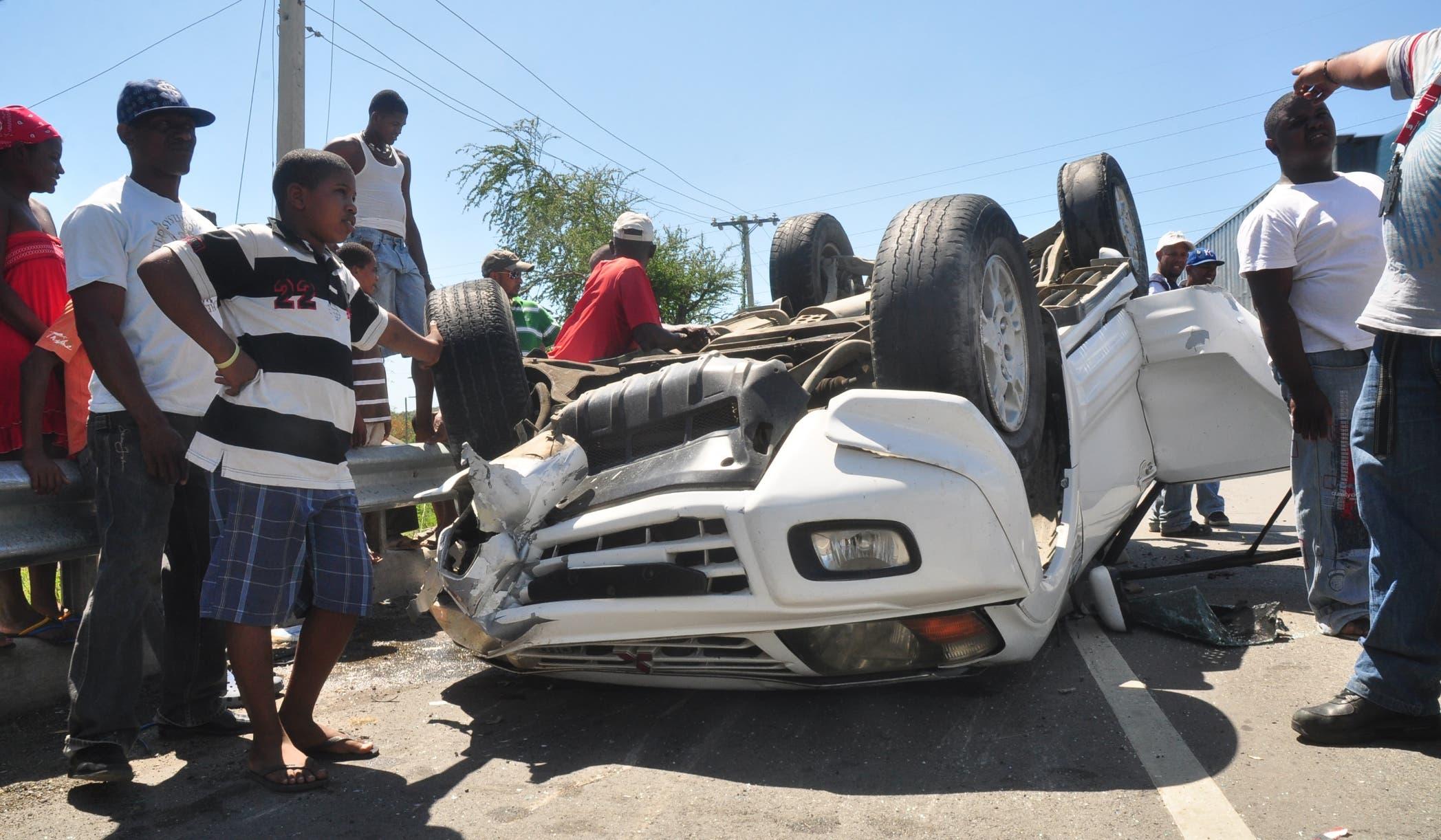 Comúnmente en un accidente vial  curiosos se aglomeran en el lugar del hecho, obstaculizando a los paramédicos y corriendo el riesgo de  provocar otro.