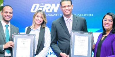 Ariel Espejo, Karimer Brea, René Herrera y  Mayra Bautista, durante la ceremonia.