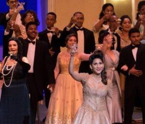 El montaje fue aplaudido por los presentes al estreno.