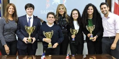 Ana de Landestoy, Javier Portet, Maurizio de Prisco, Carmen Minaya, Annabelle Aquino, Ana Hernández y Jorge Risk.