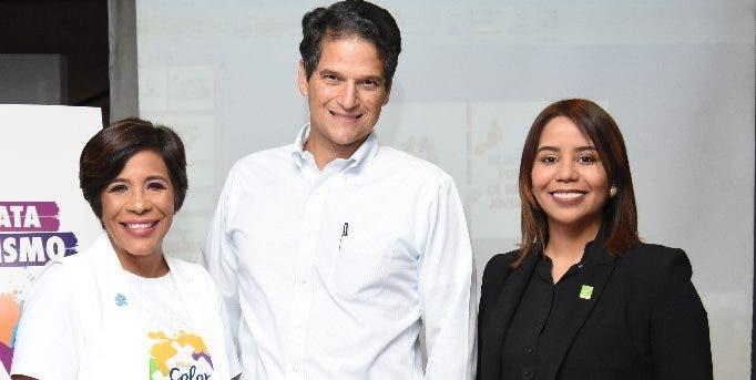 Odile Villavizar, Oscar Villanueva y Mariel Ledesma  durante la rueda de prensa.