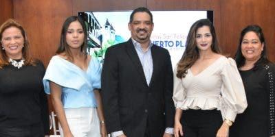Rosa María García, Carolina Moreno, Elvin Peralta, Denisse Ricart y Ángela Correa.