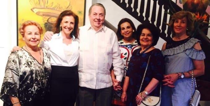 Xiomara Menéndez, Guiomar Álvarez, Eduardo Selman, Annie Paniagua, Gloria Mejía  y Jeanette Martínez.