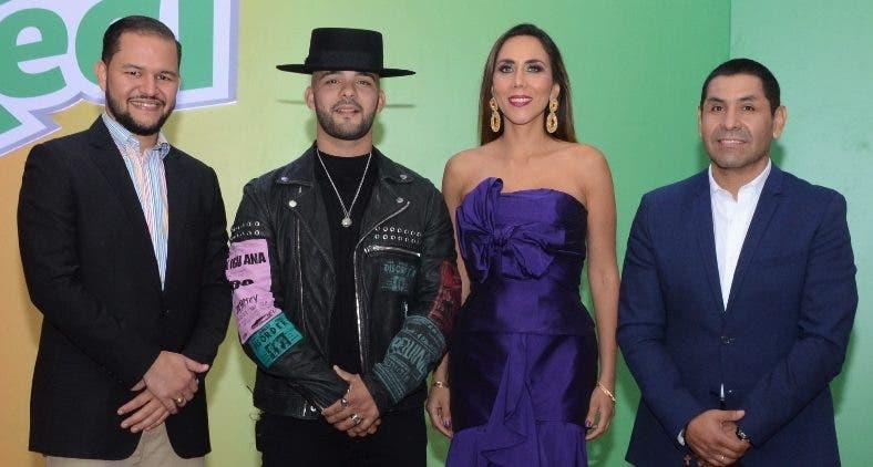 Omar Sarita, el cantante Gabriel, Lorena Gutiérrez y Carlos Butrón al presentar la nueva campaña.