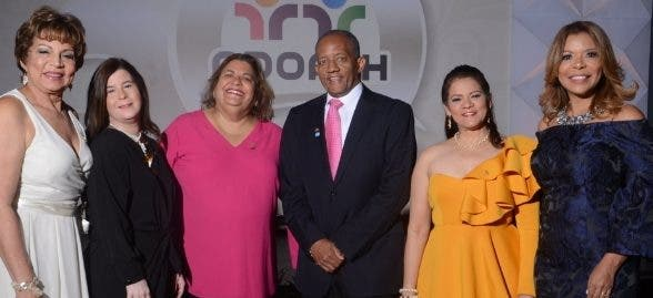 Aida J. Troncoso, Neyda Iglesias, Amarilis García, Víctor Herrera, Lourdes Gómez y Maridic Ramírez.