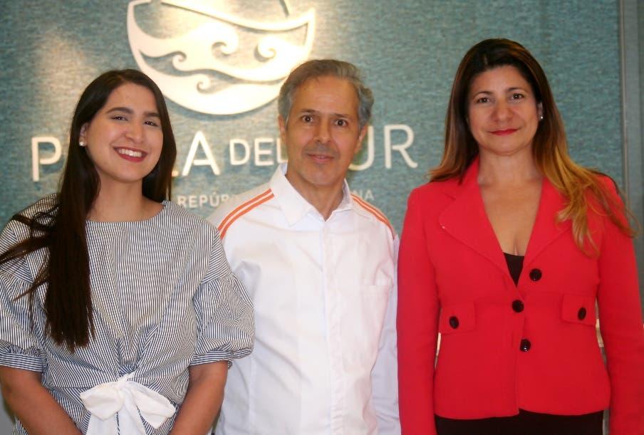 Alejandra Valverde, Carlos Estévez y Luisa Féliz.