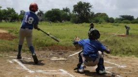 La práctica del béisbol en el país es vista por muchos niños como la gran oportunidad de salir de la pobreza en que viven.